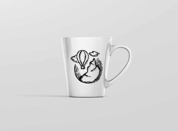 Hrnicek latte s potiskem balon nad horami