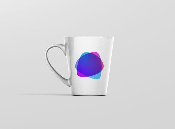 Hrnek se jmenem tvar fialovy latte